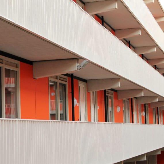 Straatman-14028-Amazonedreef-Utrecht-(9)-Lamelbalustrade-galerij